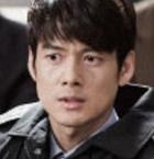 被告人 ユン・テス